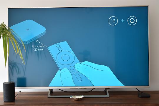 A imagem mostra um ecrã de ajuda para configurar o Mi Box S.